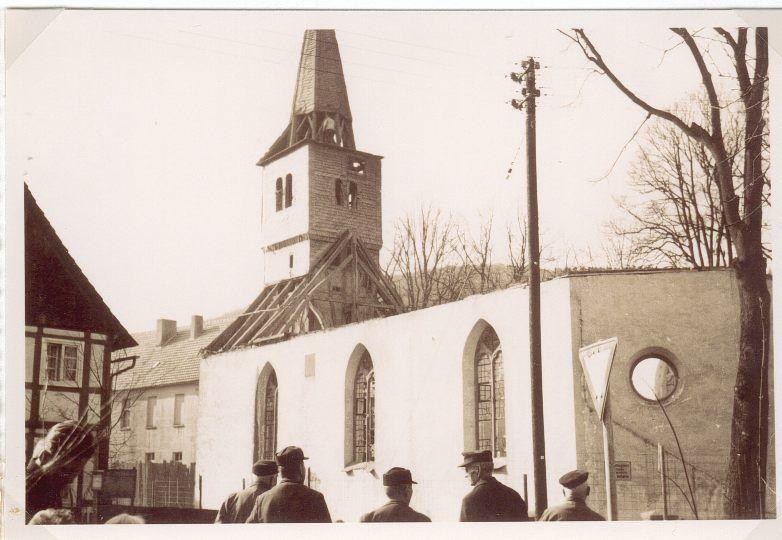 Abriss der alten Pfarrkirche und Benediktion des Neubaus
